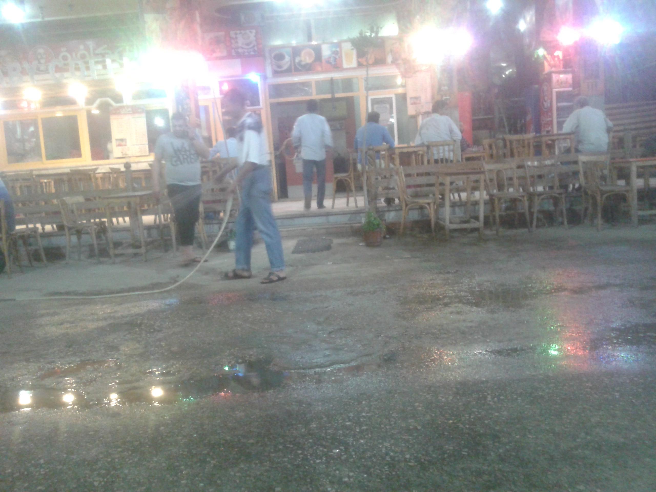 مخالفة رش مياه الشرب بالشوارع