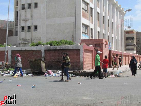 قمامة خلف مدرسة الشهيد محمد جمال الصفتى