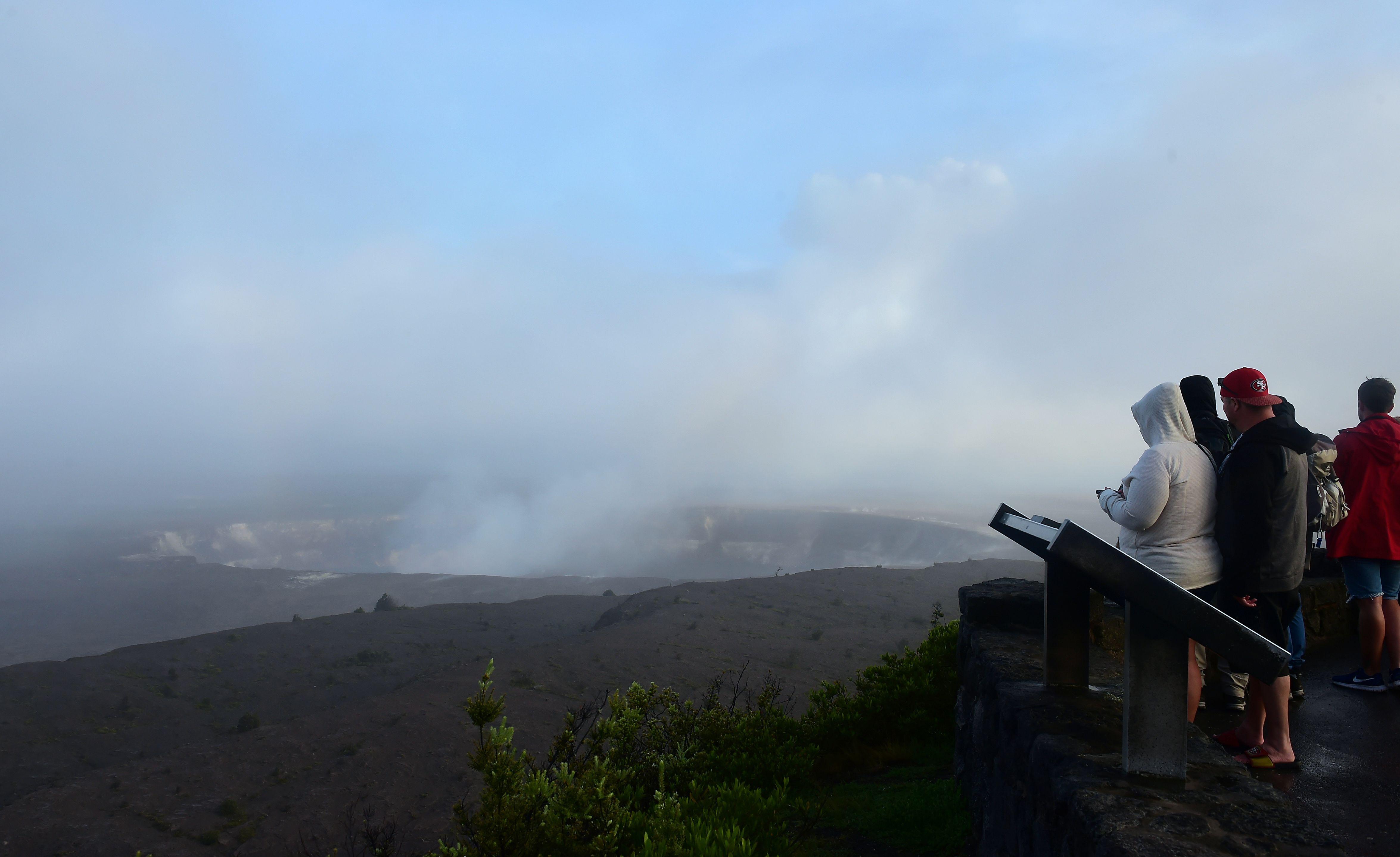 الدخان يغطى سماء هاواى جراء البركان