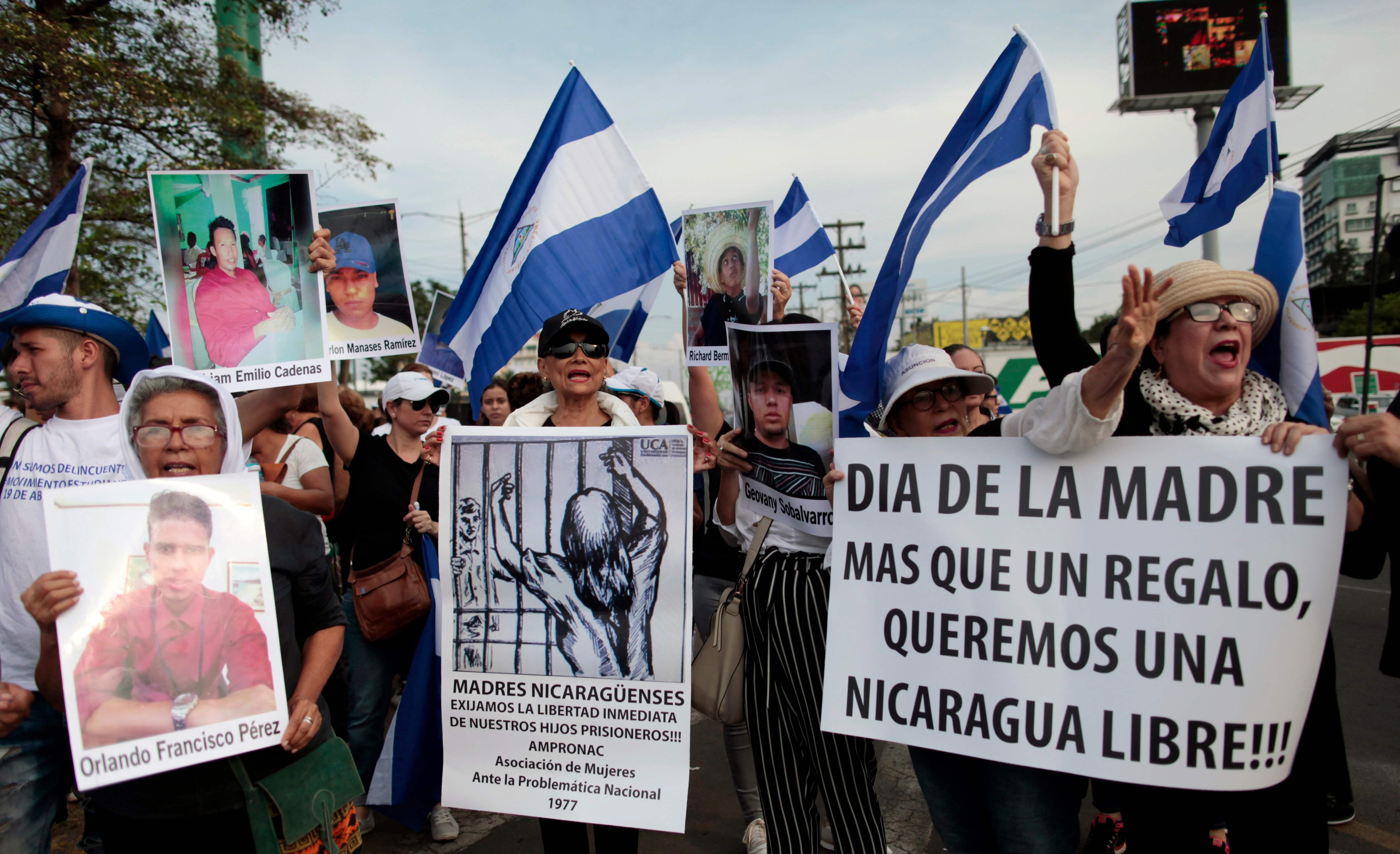 مظاهرات أمهات ضحايا الاشتباكات فى نيكاراجوا يتظاهرون