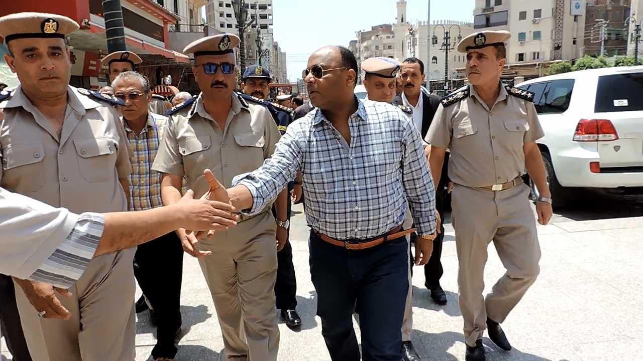 مدير أمن الغربية يتفقد خدمات تأمين المسجد الأحمدى (2)