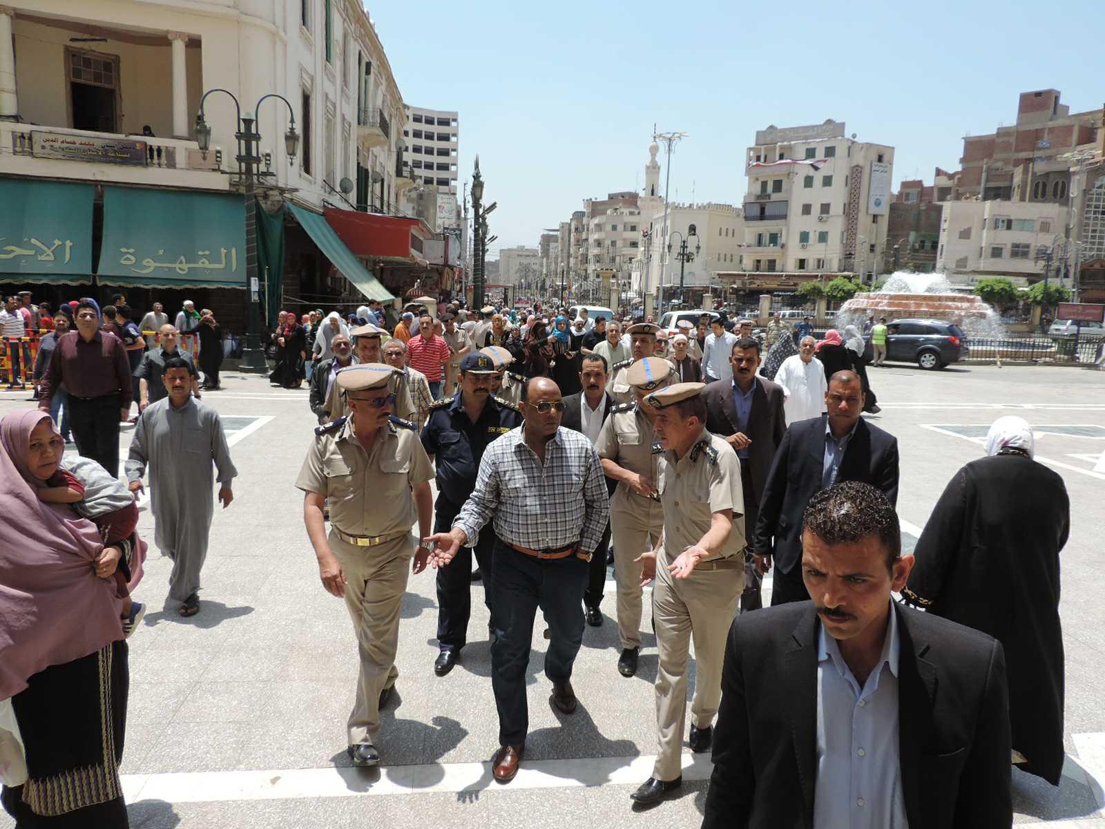 مدير أمن الغربية يتفقد خدمات تأمين المسجد الأحمدى (3)