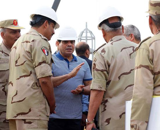 الرئيس السيسي يتفقد سير العمل بمشروعات العاصمة الإدارية الجديدة (11)
