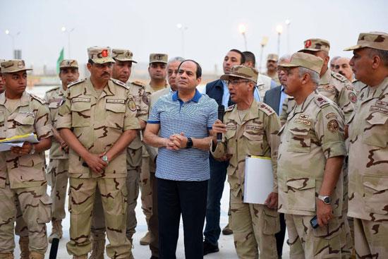 الرئيس السيسي يتفقد سير العمل بمشروعات العاصمة الإدارية الجديدة (16)