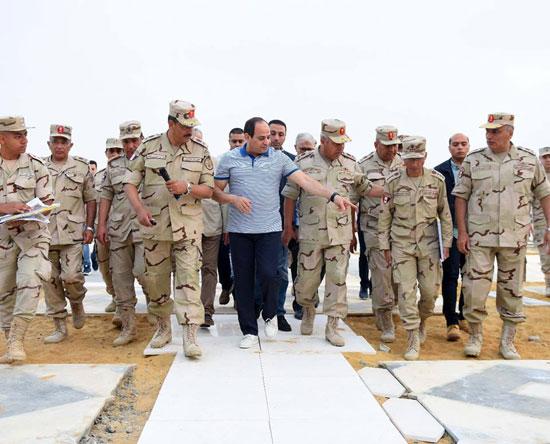 الرئيس السيسي يتفقد سير العمل بمشروعات العاصمة الإدارية الجديدة (10)