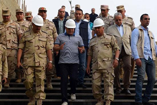 الرئيس السيسي يتفقد سير العمل بمشروعات العاصمة الإدارية الجديدة (15)