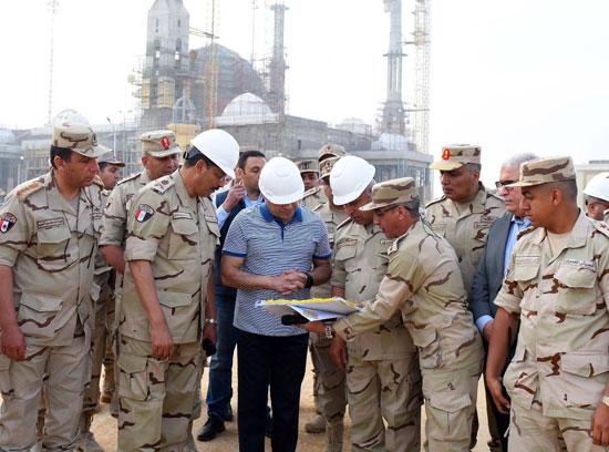 الرئيس السيسي يتفقد سير العمل بمشروعات العاصمة الإدارية الجديدة (8)