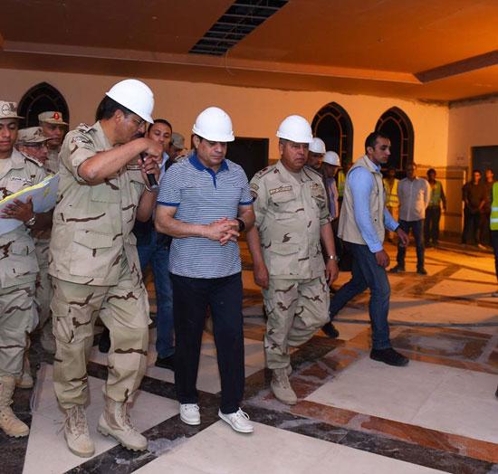 الرئيس السيسي يتفقد سير العمل بمشروعات العاصمة الإدارية الجديدة (6)