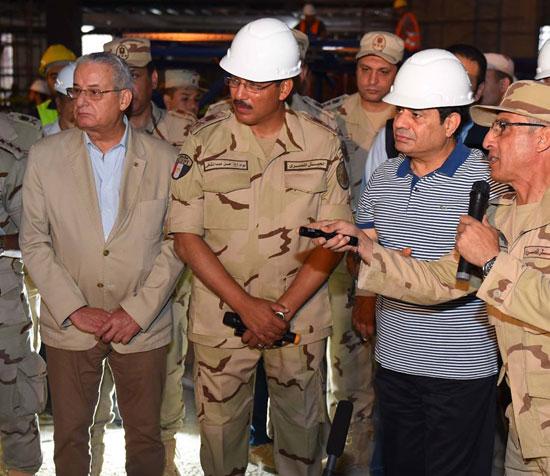 الرئيس السيسي يتفقد سير العمل بمشروعات العاصمة الإدارية الجديدة (14)