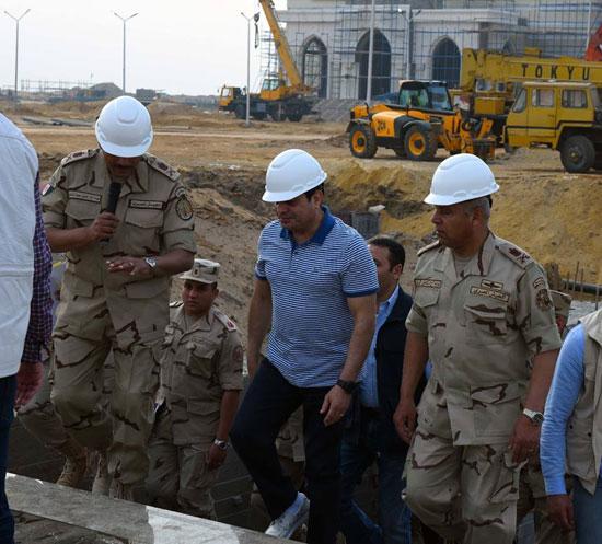 الرئيس السيسي يتفقد سير العمل بمشروعات العاصمة الإدارية الجديدة (12)