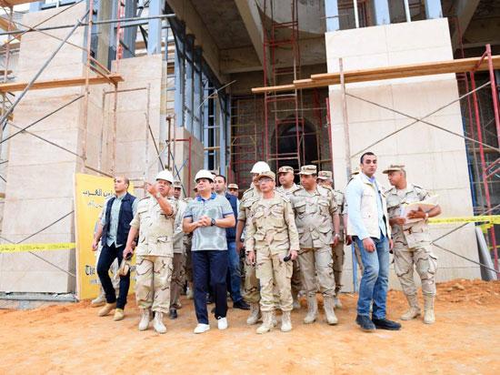 الرئيس السيسي يتفقد سير العمل بمشروعات العاصمة الإدارية الجديدة (5)