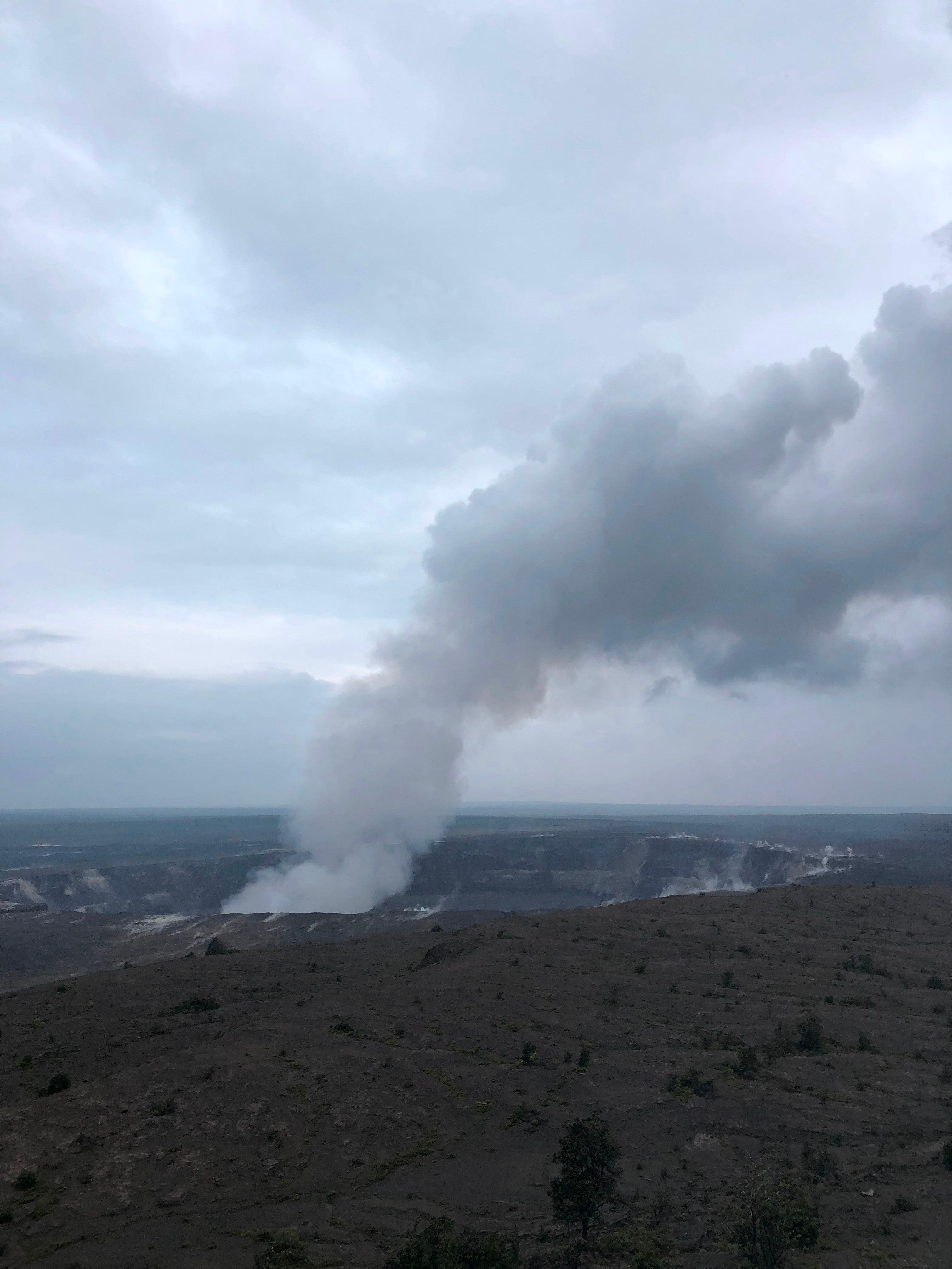 دخان بركانى