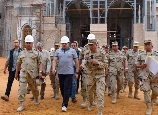 الرئيس السيسي يتفقد سير العمل بمشروعات العاصمة الإدارية الجديدة (13)