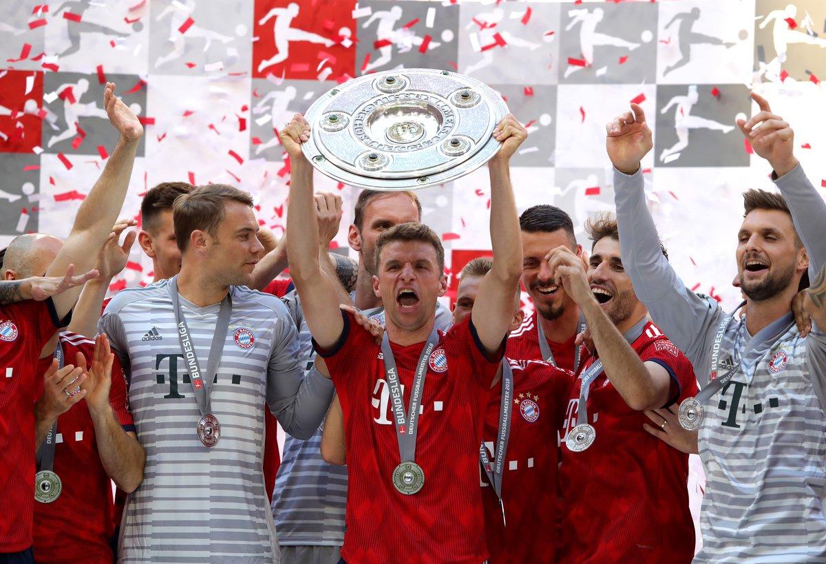 نجوم بايرن ميونخ مع لقب الدوري الالماني