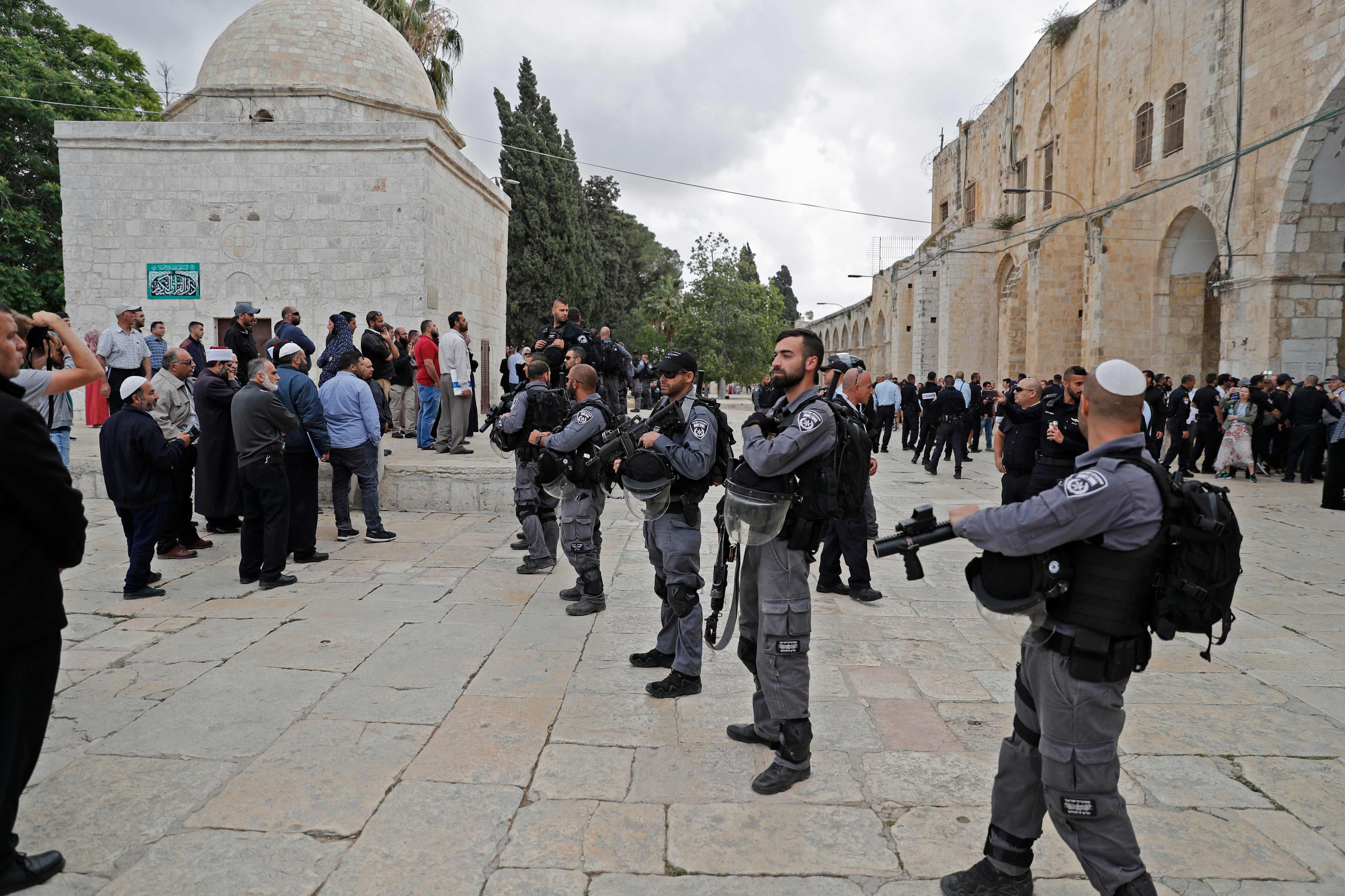 قوات الاحتلال في المسجد الأقصى