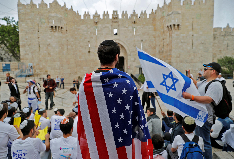 علم الاحتلال وأمريكا