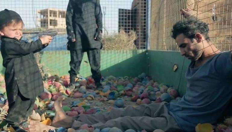 اصغر طفل من اطفال داعش ينفذ اعدام