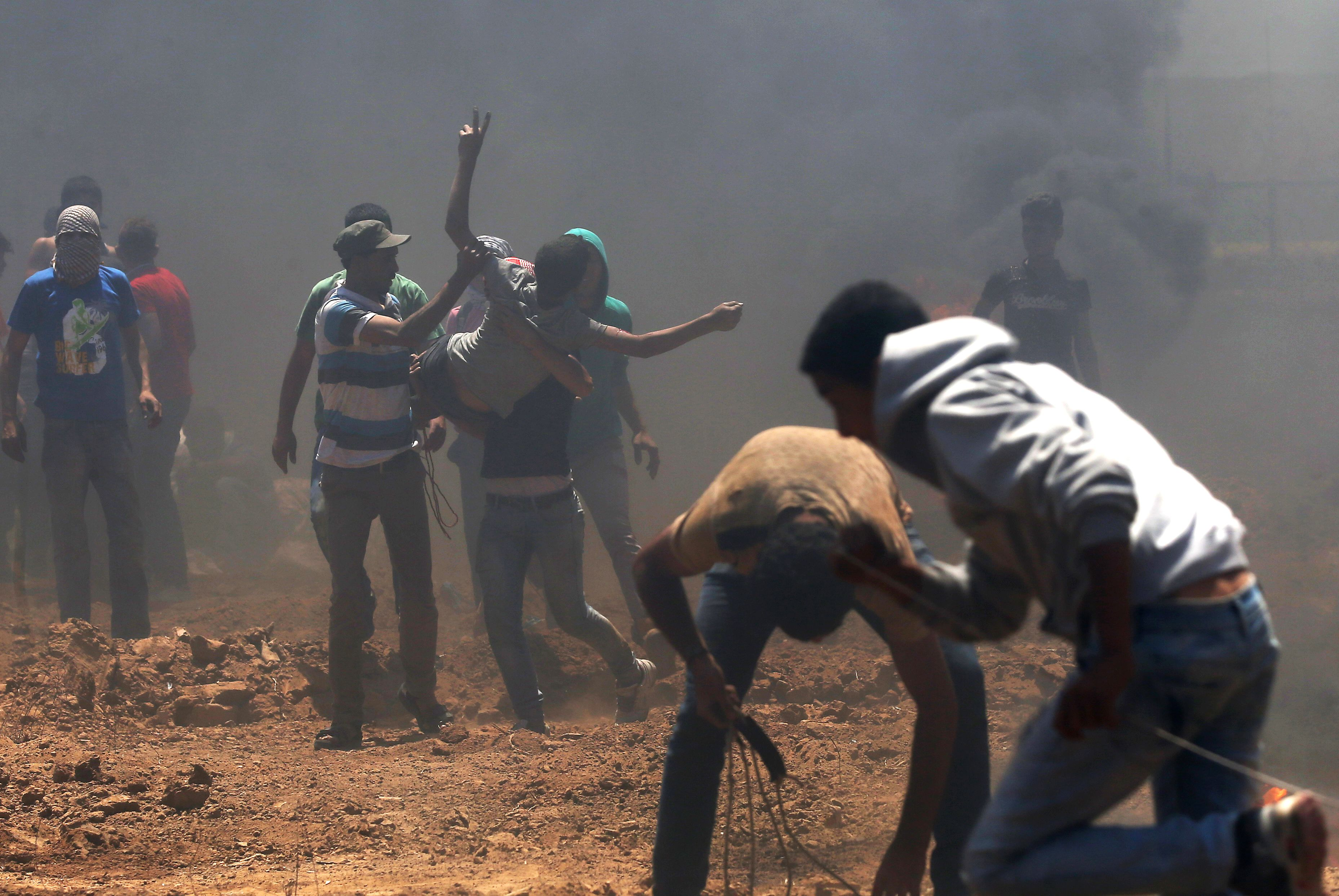مواجهات عنيفة بين الفلسطينيين والاحتلال على حدود غزة