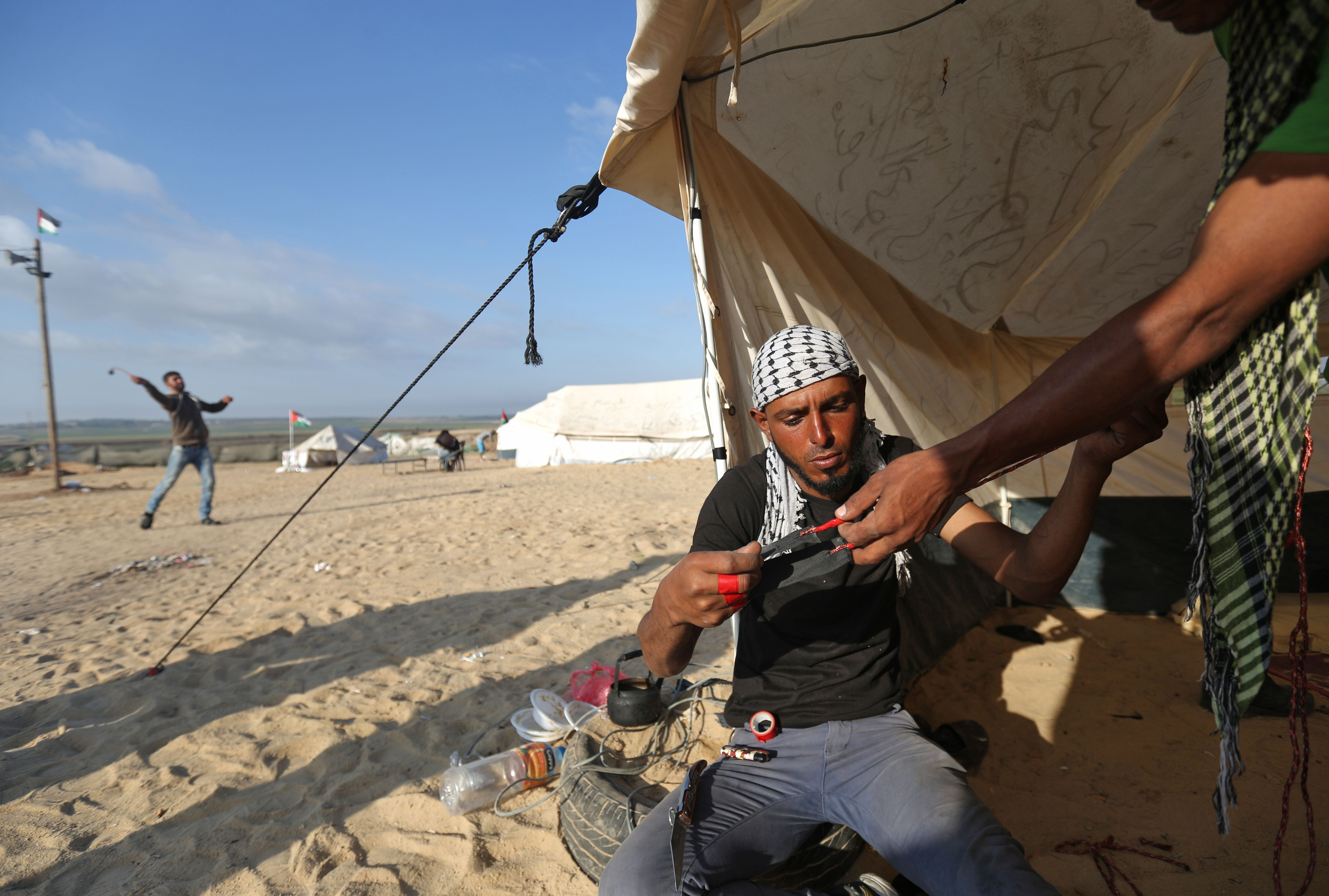 استعدادات الفلسطينيين للمظاهرات على حدود غزة