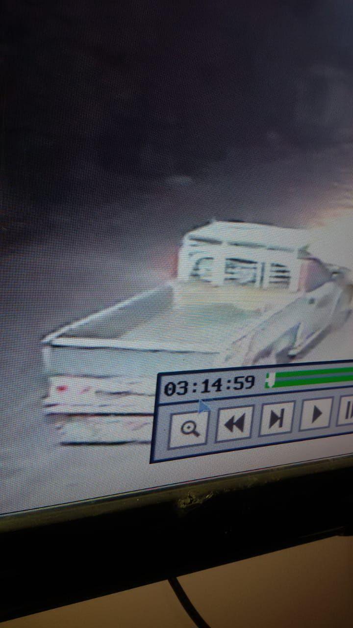 كاميرات المراقبة ترصد عملية السرقة (12)