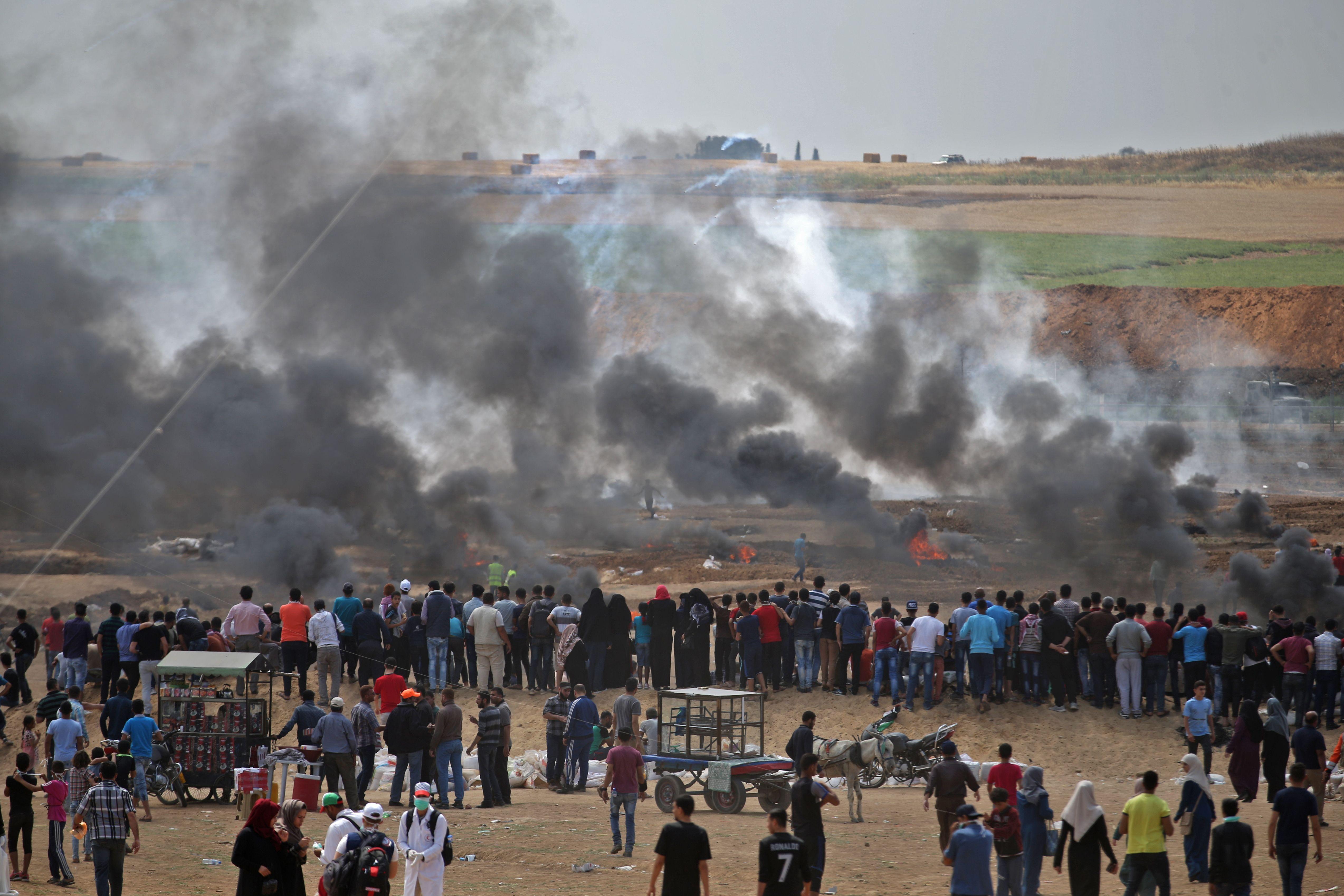 دخان كثيف يغطى سماء قطاع غزة