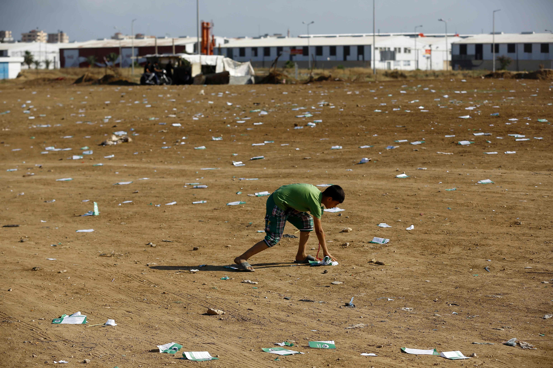 الاحتلال الإسرائيلى يلقى منشورات تحذير على قطاع غزة