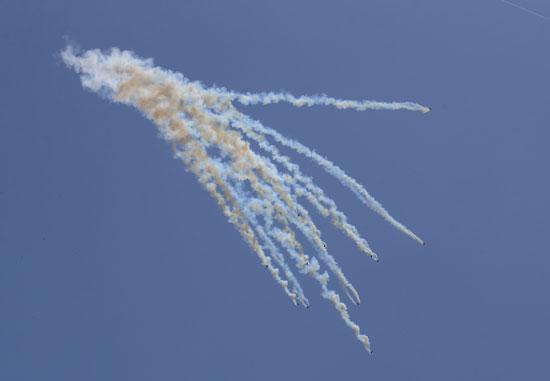 إطلاق كثيف لقنابل الغاز على المتظاهرين الفلسطينيين فى غزة
