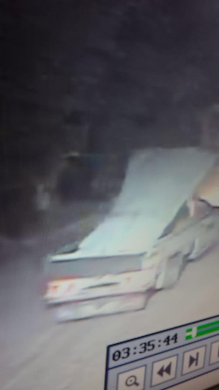 كاميرات المراقبة ترصد عملية السرقة (13)