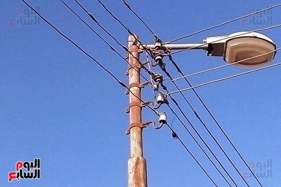كابلات الكهرباء غير معزولة