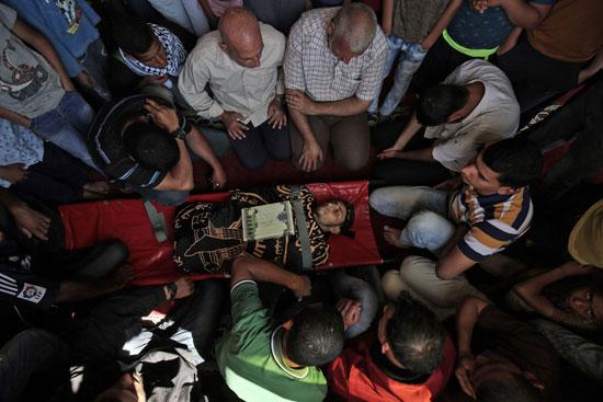 جانب من تشييع جثمان الشهيد الفلسطينى