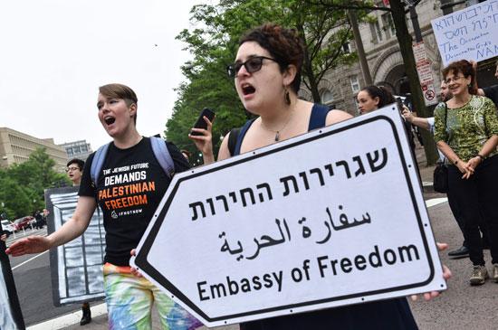هتافات فى واشنطن ضد قتل الفلسطينيين ونقل السفارة للقدس
