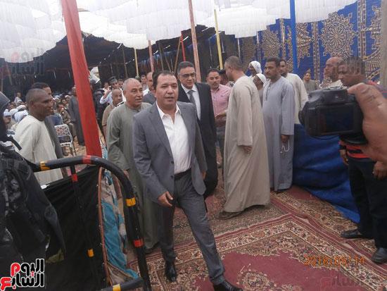 محمد بدر وطارق علام خلال الوصول لمقر الصلح