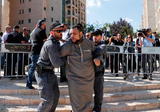 شرطة الاحتلال تعتقل فلسطينى فى القدس