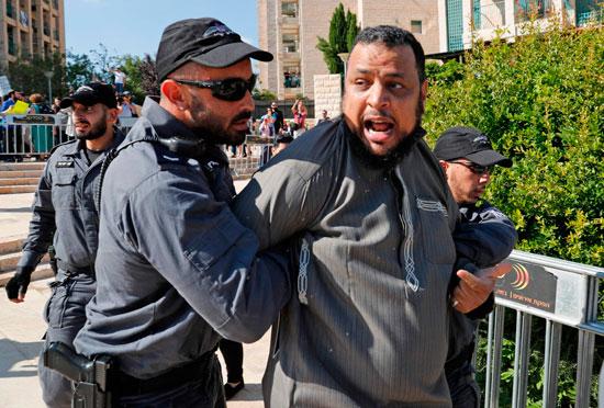 شرطة الاحتلال تعتقل فلسطينى خلال مظاهرات فى القدس