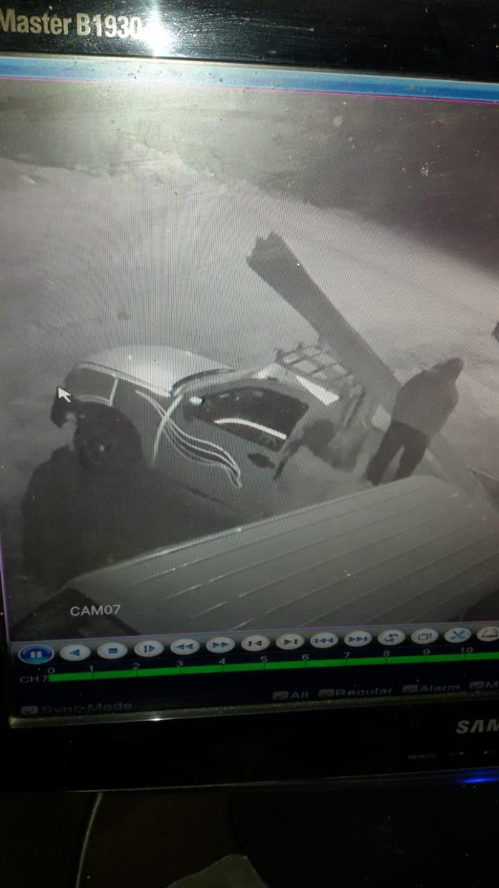 كاميرات المراقبة ترصد عملية السرقة (3)