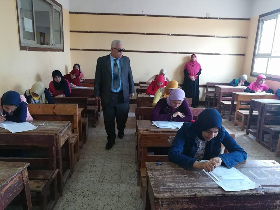 1 وكيل تعليم البحيرة يتفقد لجان الامتحانات
