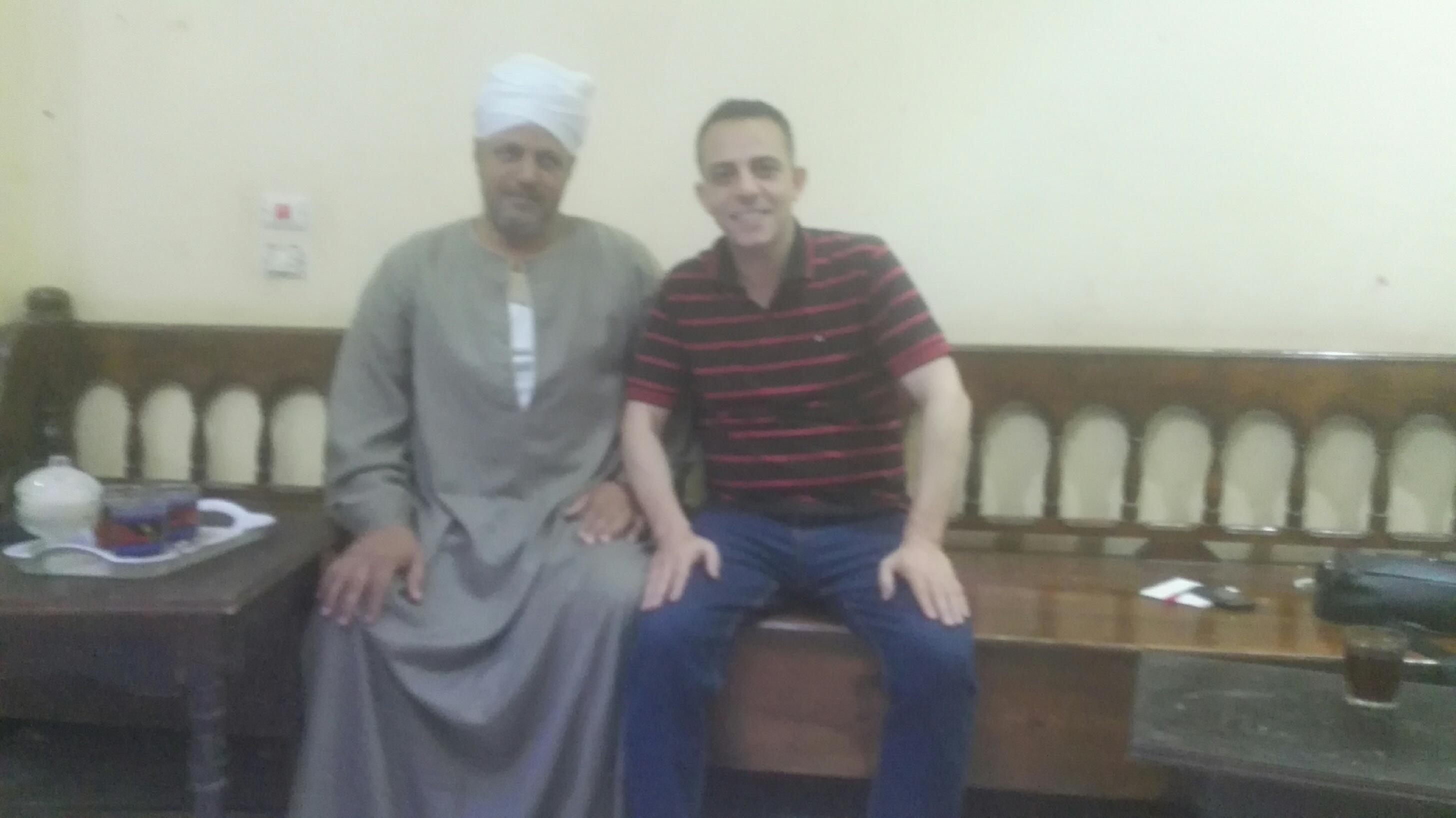 1 - عبدالناصر سيد مع محرر صحيفة المختصر