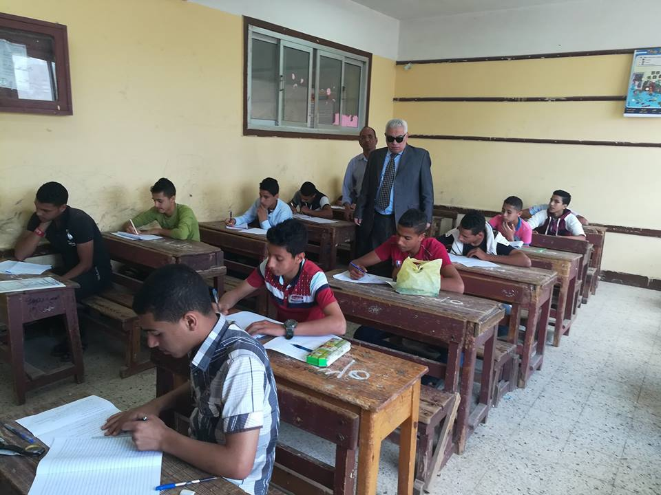 3 وكيل التعليم يتفقد لجان الامتحانات بدمنهور