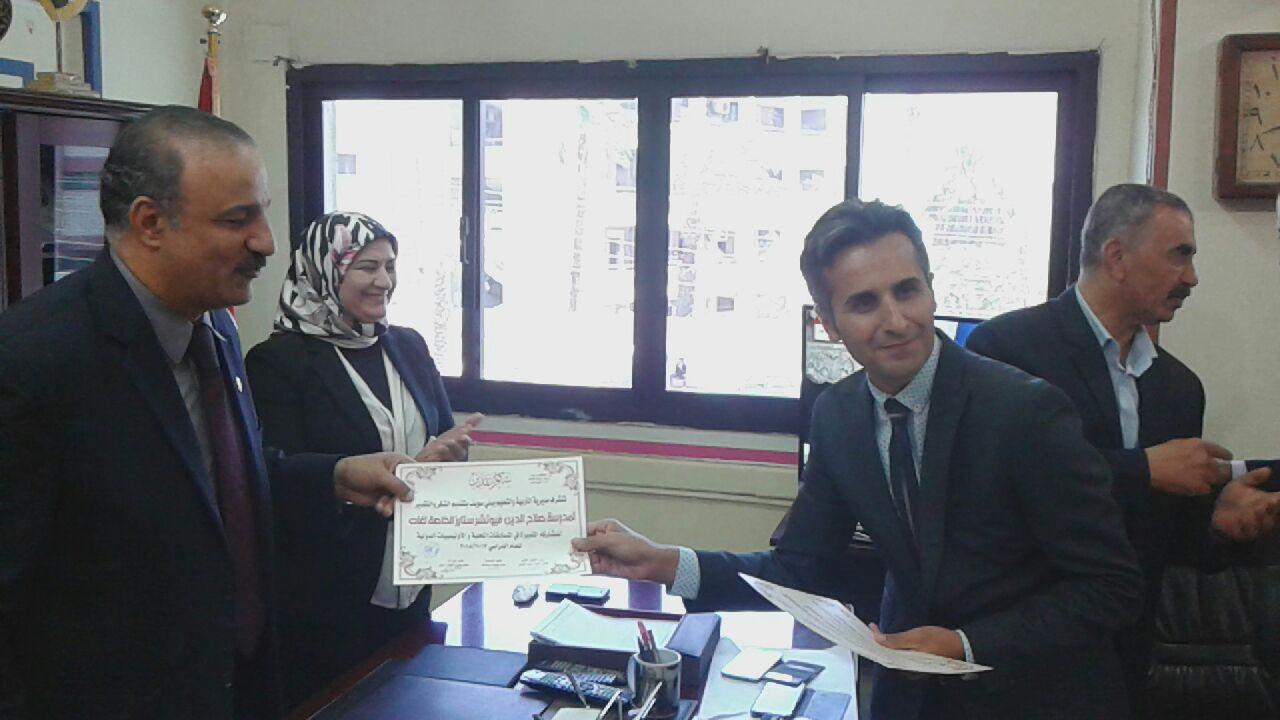 7- وكيل وزارة تعليم بنى سويف يكرم مدير المدرسة