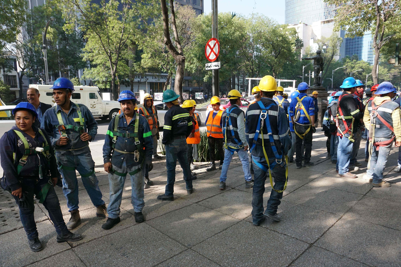 تجهيزات لعمال الإغاثة