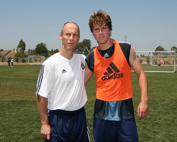 برادلى مدرب مصر السابق درب نجله مع المنتخب الأمريكى 2010