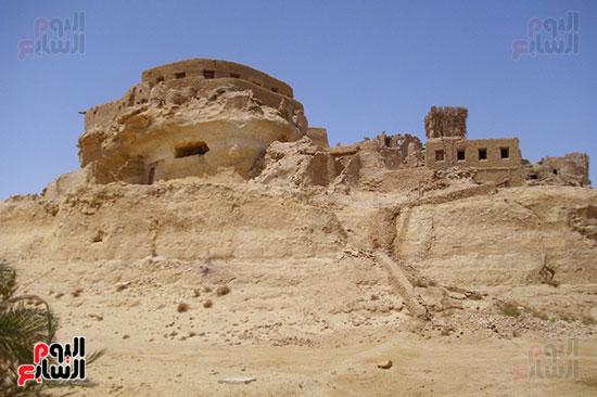 المبانى الأثرية للواحة أعلى ربوة مجاورة للمساكن الحالية