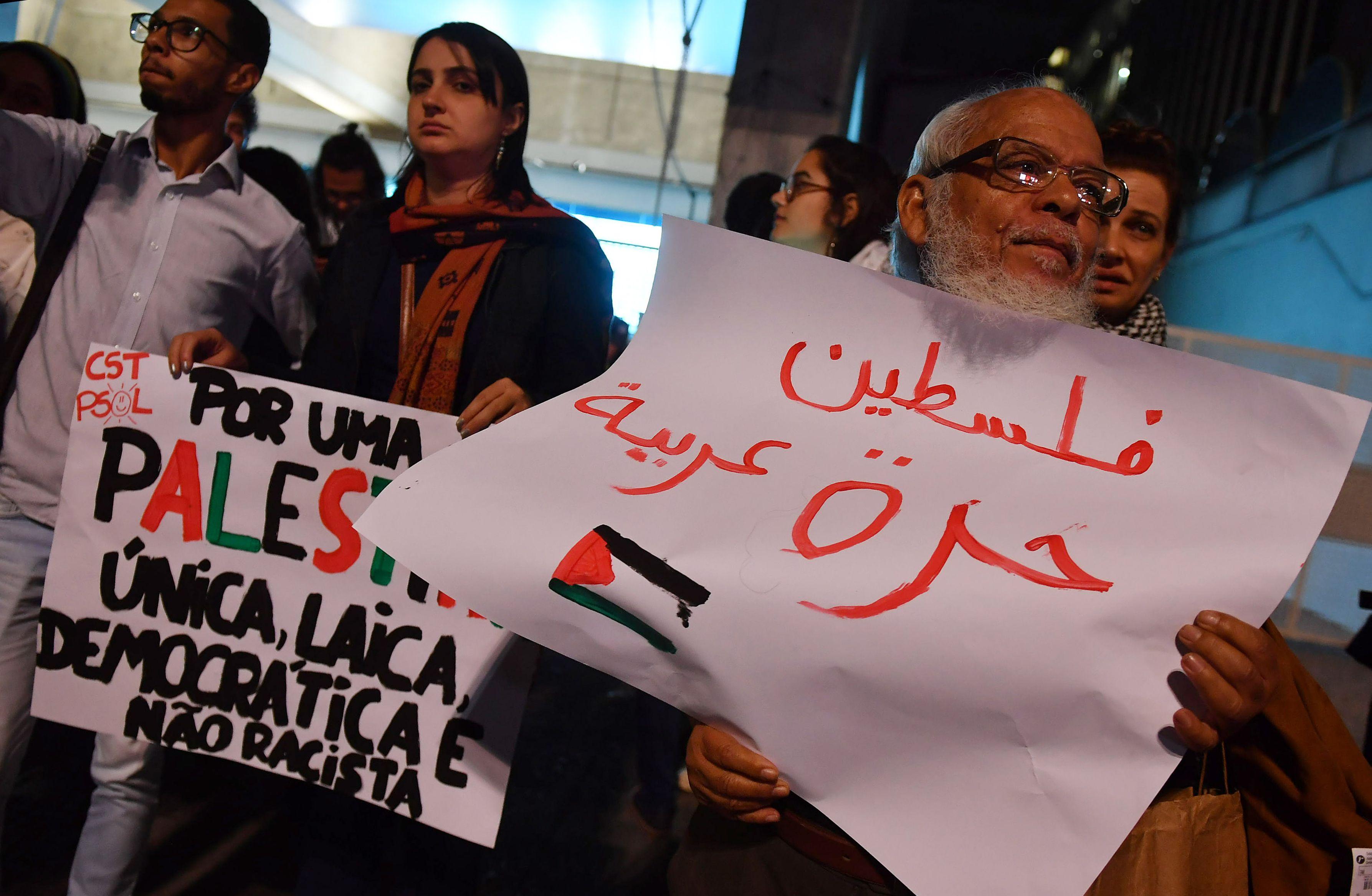لافتة في المظاهرات