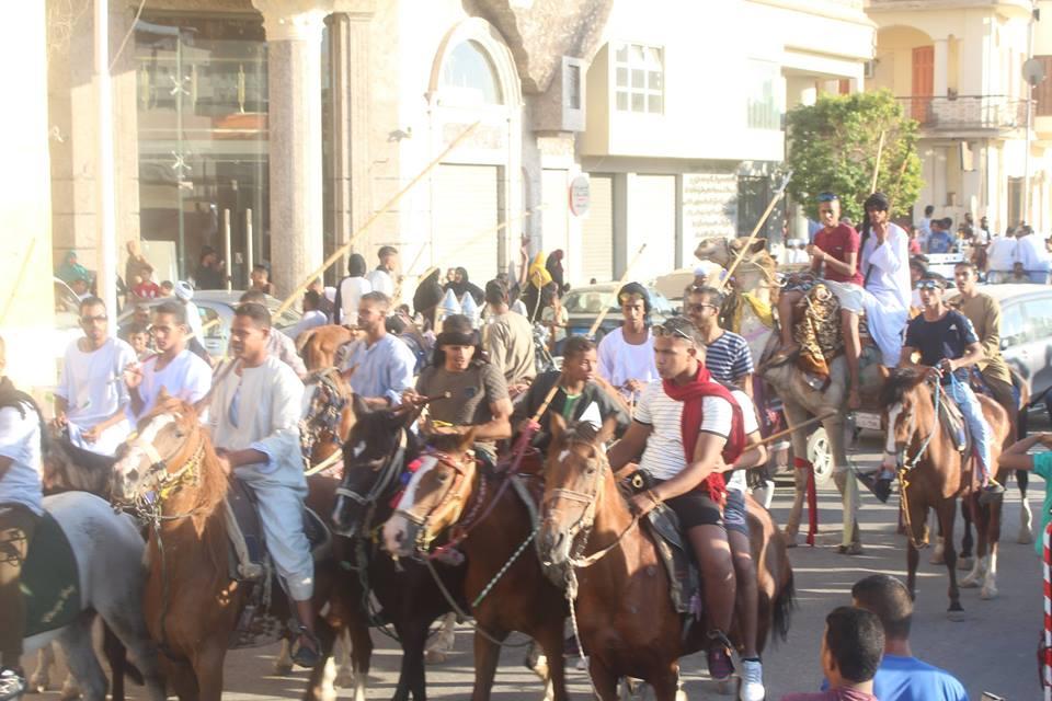 أهالي مدينة الاقصر وإسنا يخرجون في دورة رمضان بمواكب إحتفالية (10)