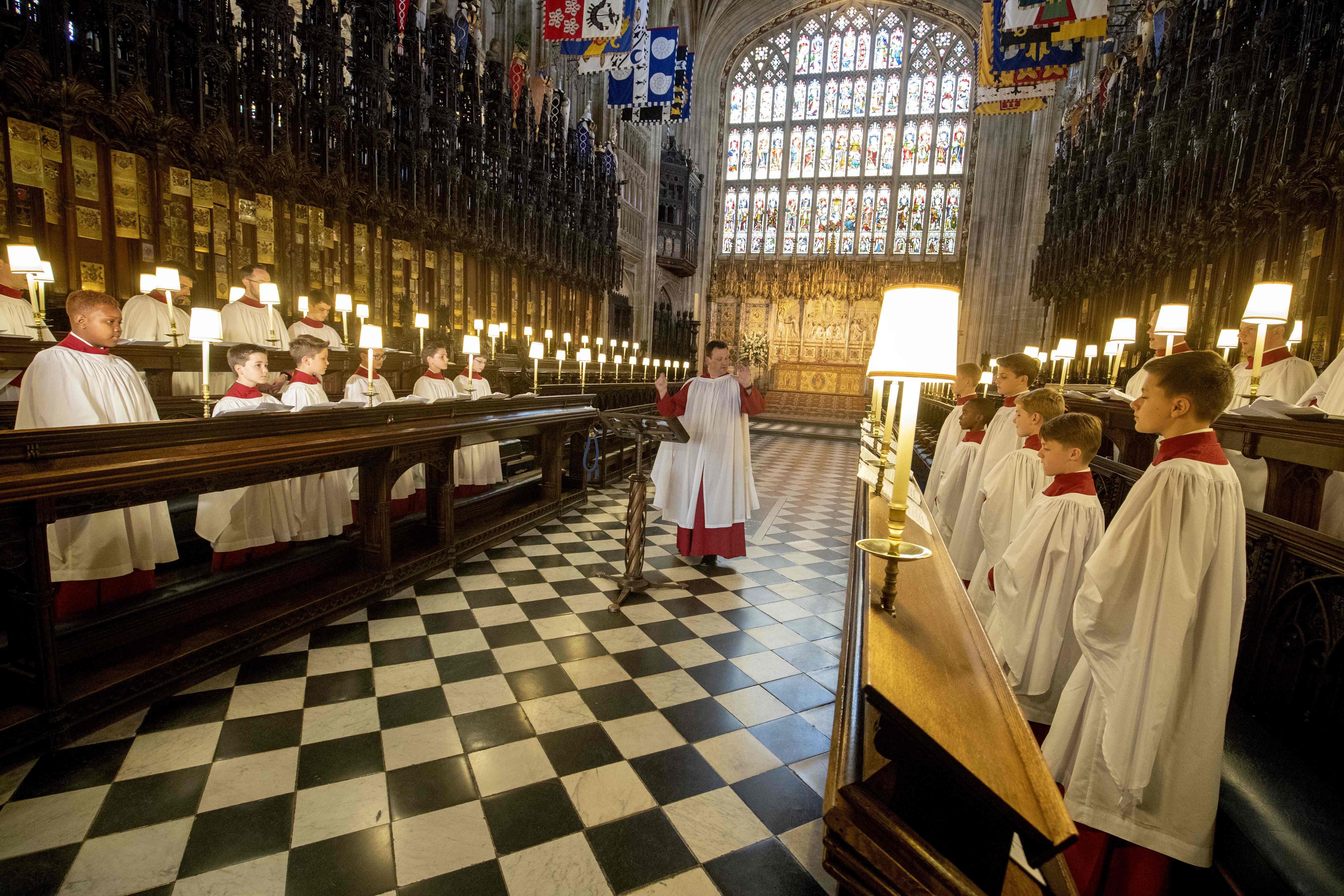 كنيسة سان جورج تتزين وتستعد لاستقبال الحفل الملكى