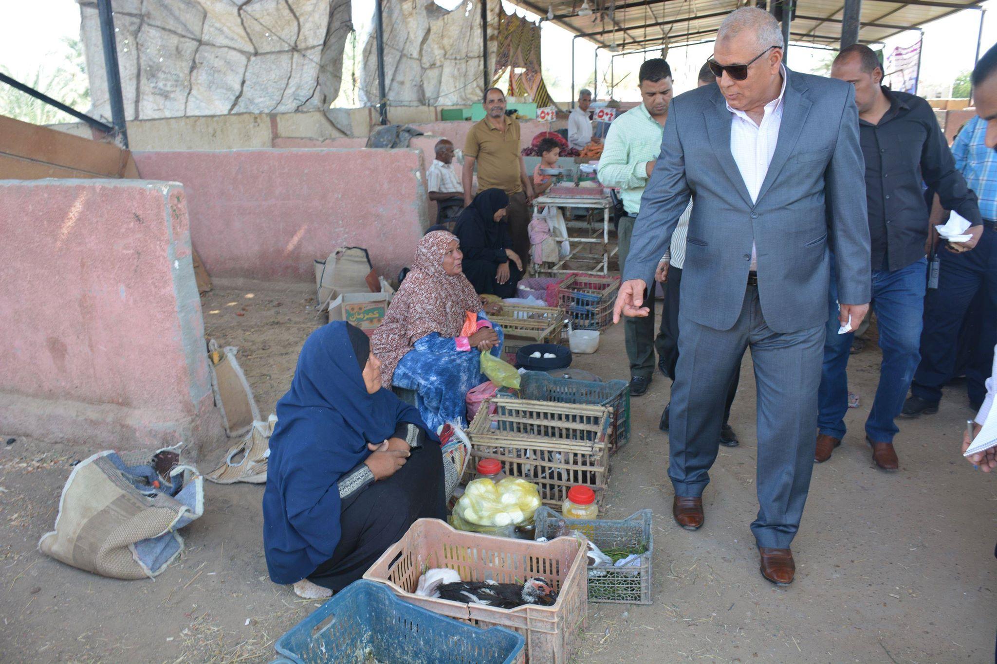 المحافظ فى سوق الخـميس