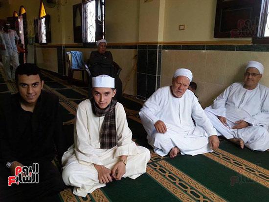 أحمد طارق مع جده الشيخ أحمد عبد المقصود
