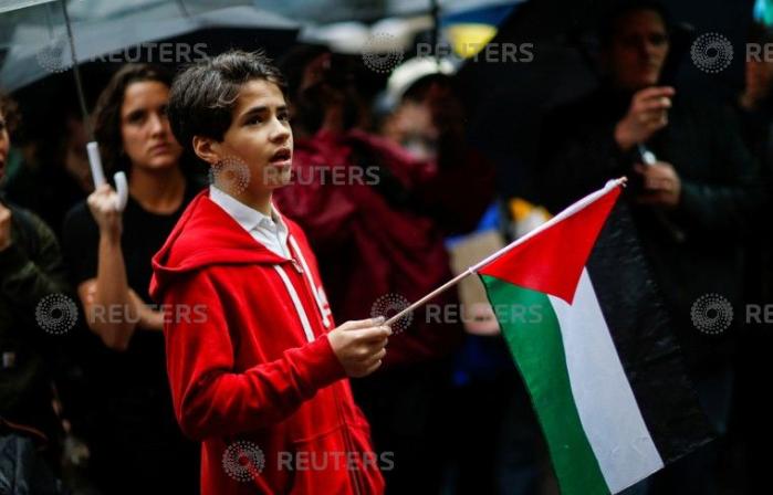 علم فلسطين يرفرف فى المظاهرة