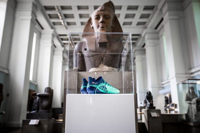 حذاء محمد صلاح فى المتحف البريطاني
