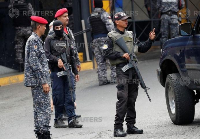 انتشار مكثف لقوات الأمن بمحيط مقر الاحتجاز